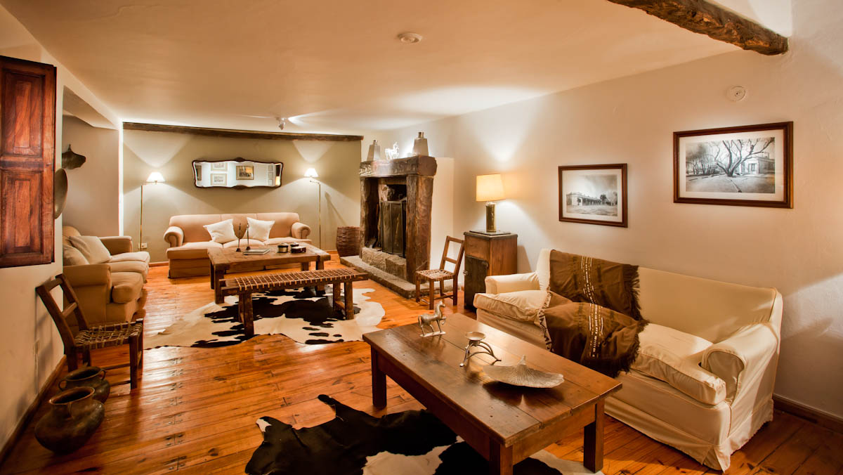 Dove Hunting Lodge Argentina Living Room